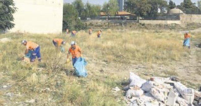 Temizlik ekipleri görev başında