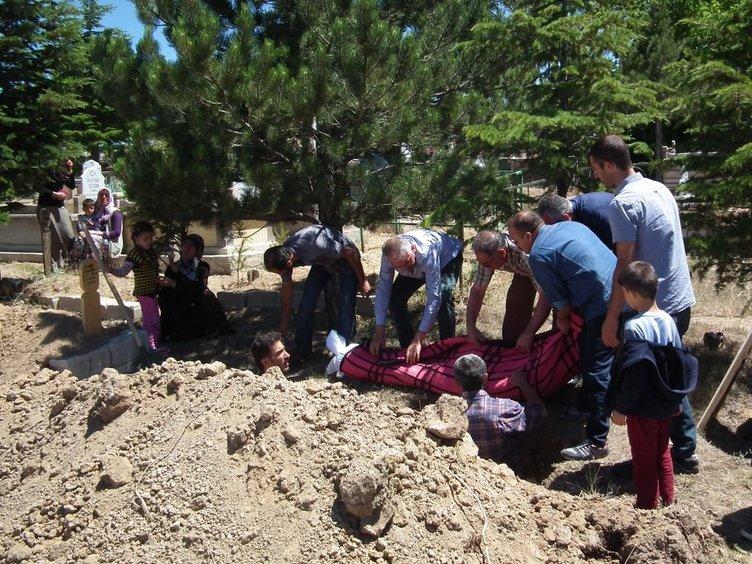 3 polisi şehit eden gencin cenazesi tabutsuz taşındı