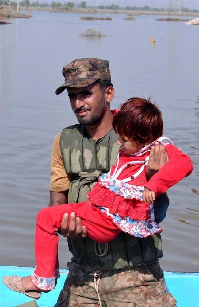 Yüzlerce ev sular altında