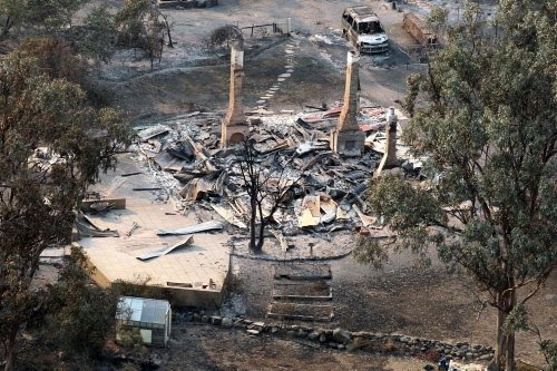 Kavurucu sıcaklarda 90 ev kül oldu