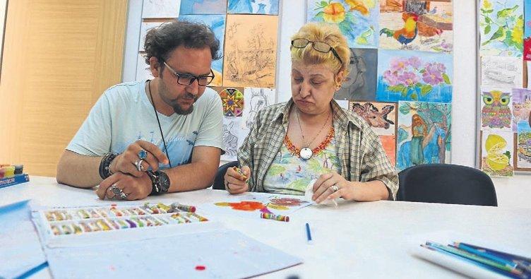 Hasta gelenler sanatçı çıkıyor