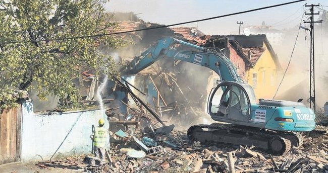 Hıdırlıktepe'de 200 gecekondu yıkıldı