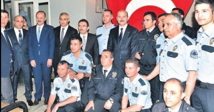 Bakan Soylu polislerle iftar yaptı