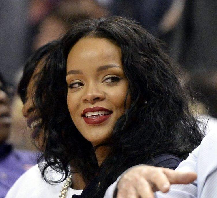 Rihanna Soma'daki faciaya duyarsız kalmadı