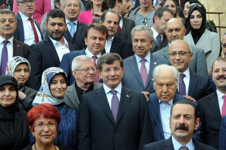 Başbakan Davutoğlu 7 Güzel Adam'ın setinde