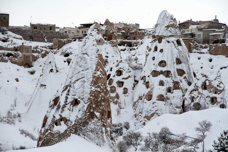 Kar kaplı peribacaları büyüledi