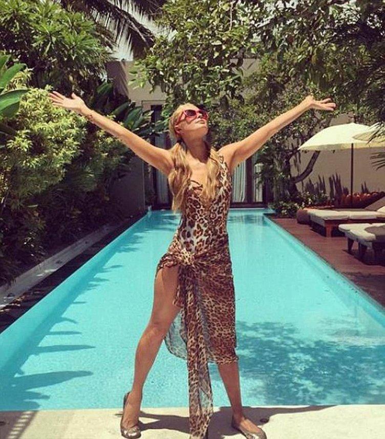 Paris Hilton tatilinin her anını hayranlarıyla paylaşıyor