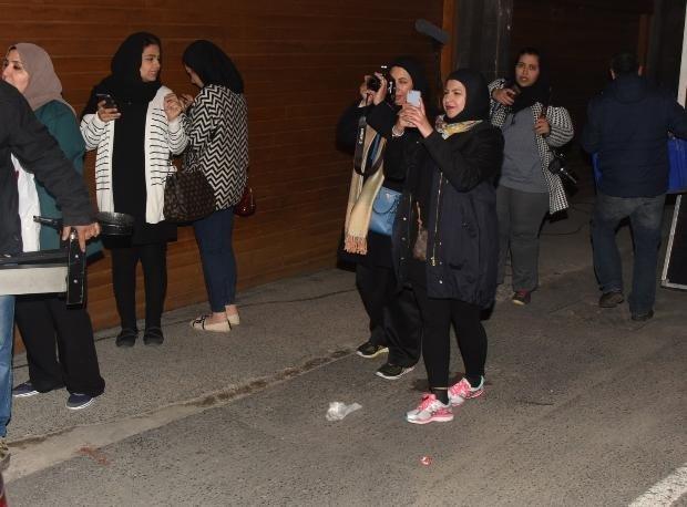 Arap hayranları Tuba Büyüküstün'ün peşinde