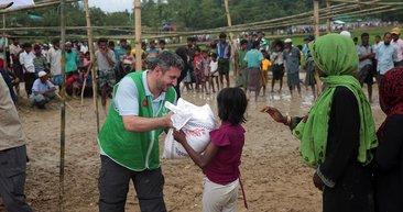 İHH Arakanlılara acil sağlık yardımı başlattı