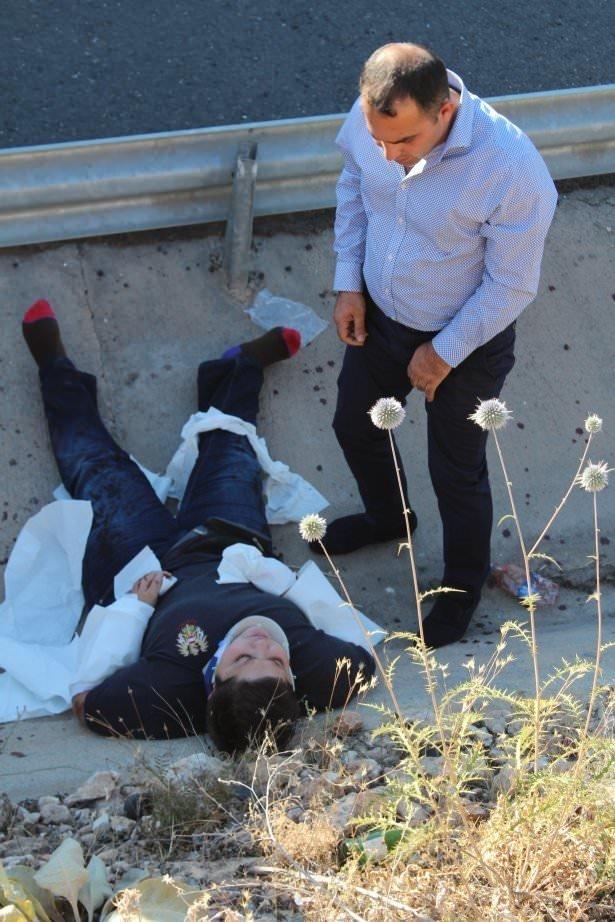 Üniversitelileri taşıyan midibüs kaza yaptı
