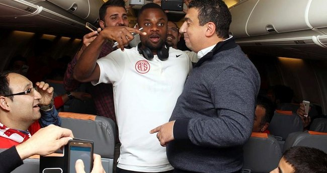 Antalyaspor'da uçakta prim sevinci