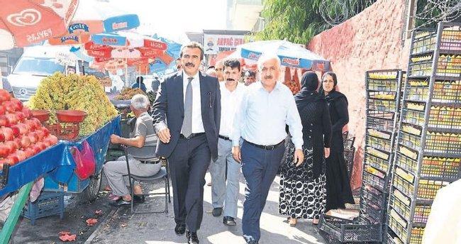 Başkan Çetin halkın arasından çıkmıyor