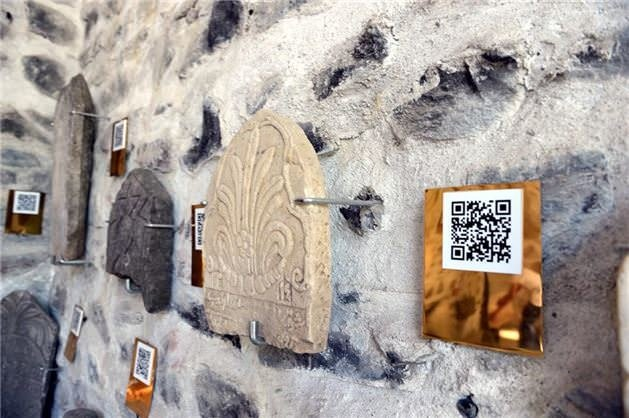 Tarihi mezar taşlarında karekod dönemi