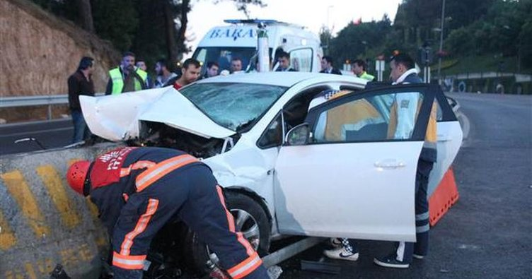 Kadıköy'de korkunç kaza! Virajı alamayarak...