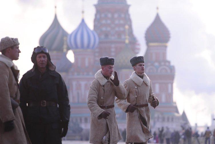 Kızıl Ordu 7 Kasım 194'de yaşananları canlandırdı