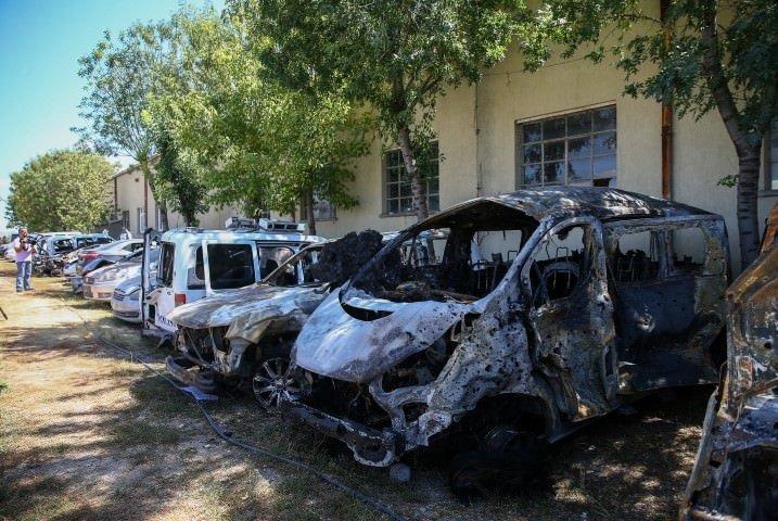 FETÖ'cü hainler 15 Temmuz gecesi polis araçlarını bu hale getirdi