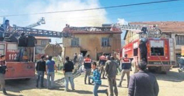 Şarkikaraağaç'ta kerpiç ev yandı