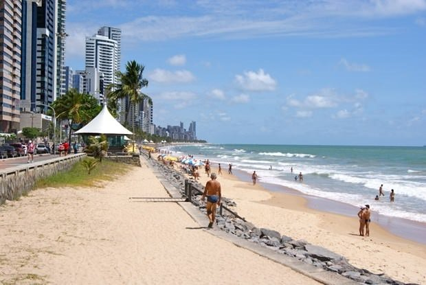 Bu plajda yüzmek cesaret ister!