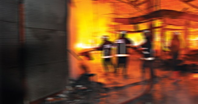 Hatay'da imalathanede yangın