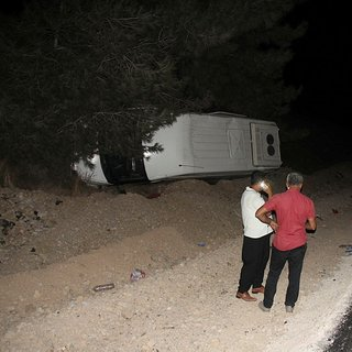 Adana'da yolcu minibüsü devrildi: 7 yaralı!