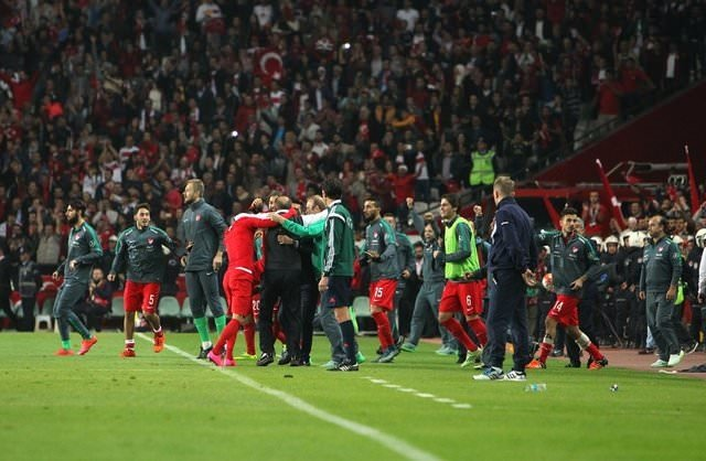 Türkiye-İzlanda maçından çarpıcı kareler