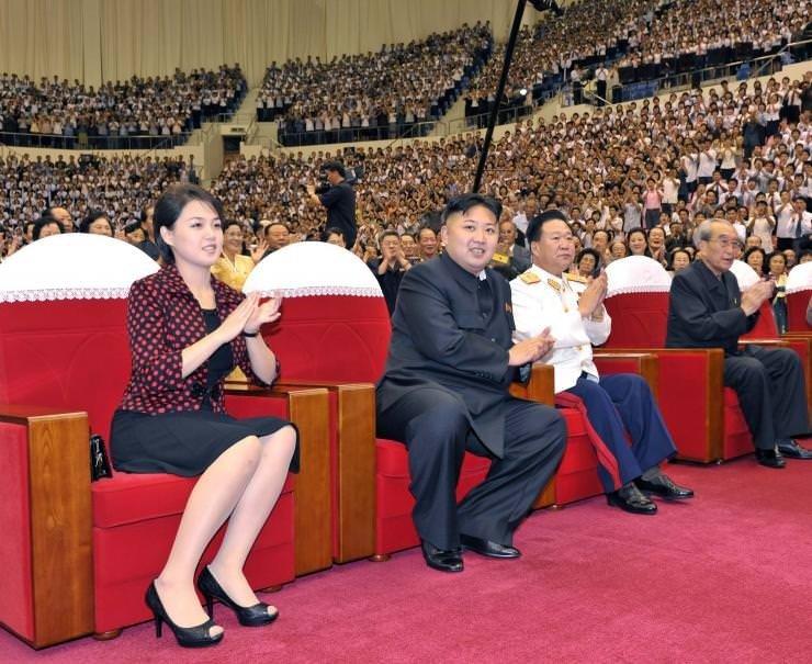 Kim Jong-un, Ünlü Kız Grubu Moranbong Band ile Kutlamada