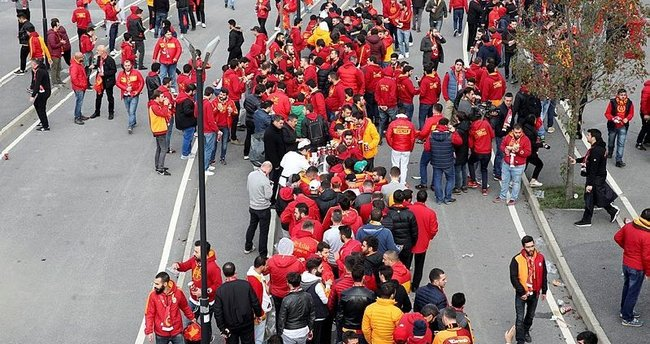 Galatasaray taraftarı Kadıköy'e doğru yola çıktı