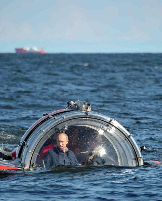 Putin 'limuzinle' Baltık Denizi'ne daldı