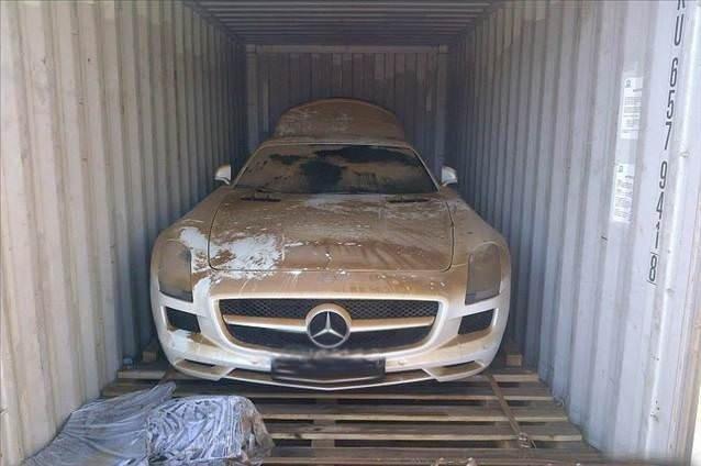 Mercedes SLS AMG sulara gömüldü
