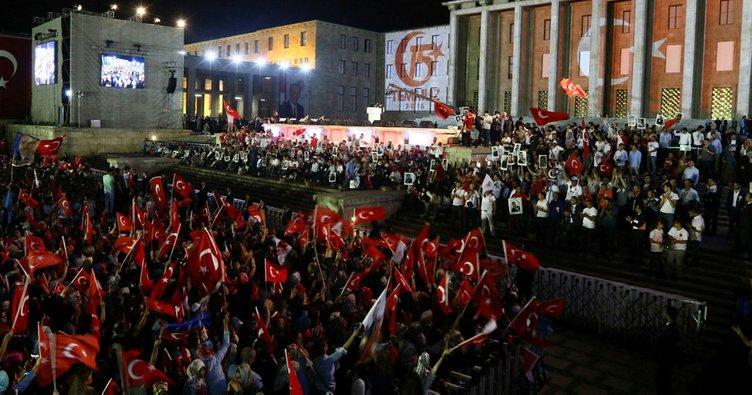 Binlerce vatandaş Erdoğan'ın Meclis'e gelişini bekliyor