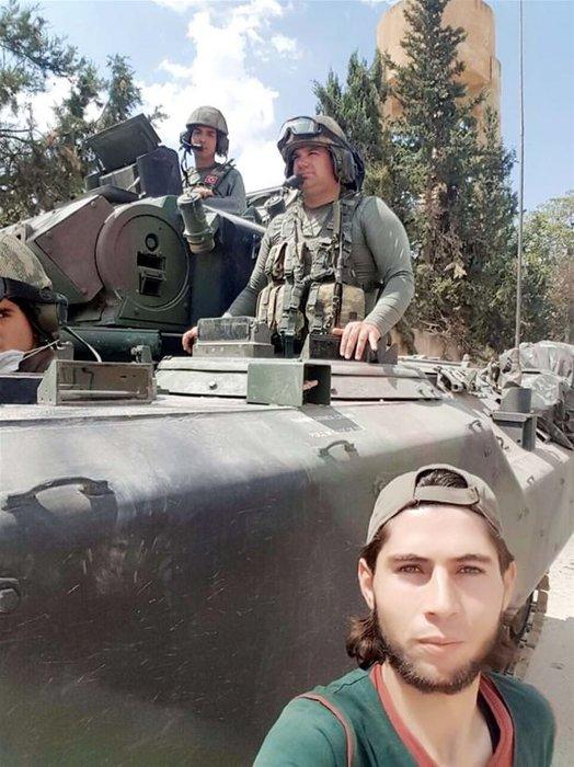 Türk tankları Çobanbey'e girdi