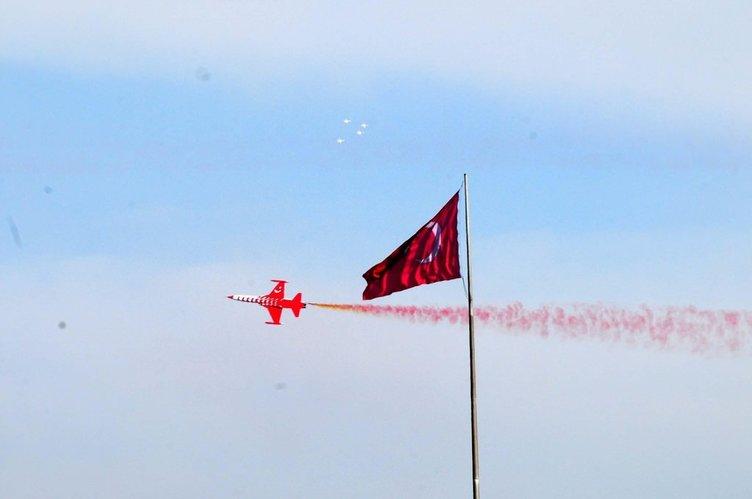 Türk Yıldızları'ndan Çanakkale'de nefes kesen gösteri