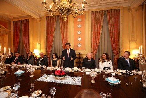Bakan Davutoğlu son Osmanlılarla bir araya geldi
