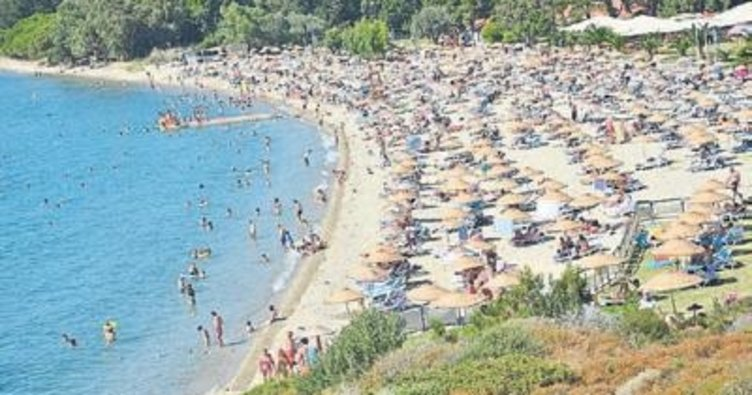 Foça'da yaz sezonu hareketli geçiyor