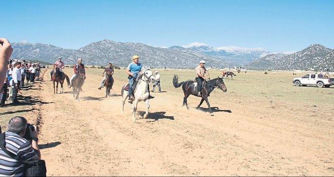 Rahvan atlar yarıştı