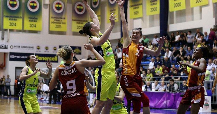 Fenerbahçe derbide fark attı