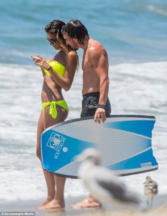 Fernando Alonso, sevgilisini öpmeye doyamadı