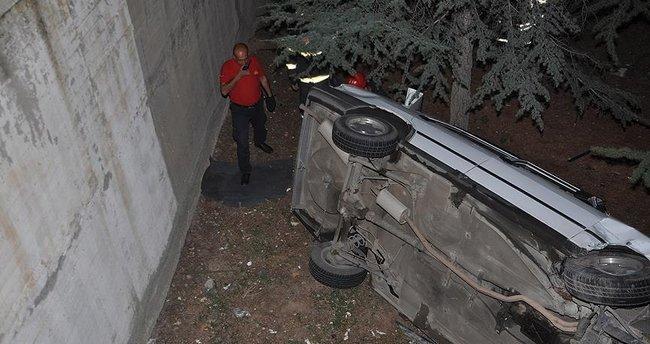 Kırıkkale'de otomobil okulun bahçesine düştü