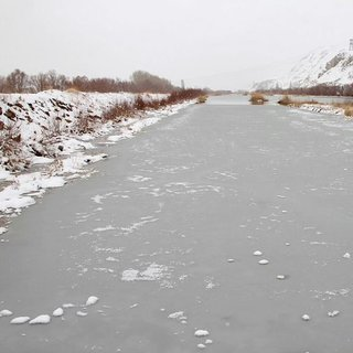 Sivas'ta Kızılırmak Nehri buz tuttu!