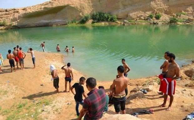 Çöl ortasında gizemli göl