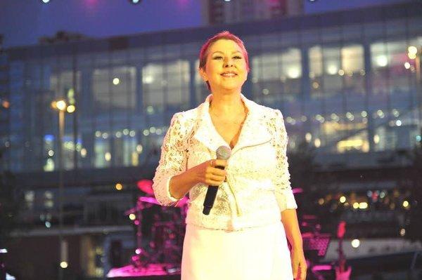 Yenilenen Nilüfer ilk konserinde şov yaptı