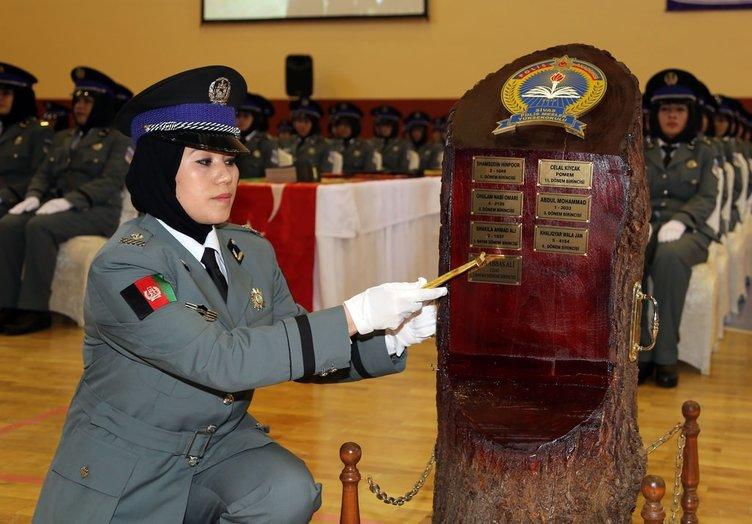 Sivas'ta Afgan kadın polisler mezun oldu