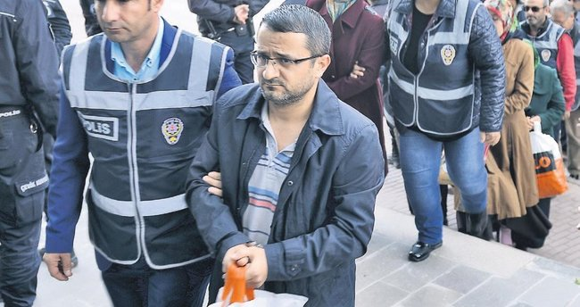 İzmir'de 70 örgüt imamı yakalandı