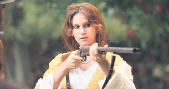 Farah Zeynep Abdullah'ın tüfekle imtihanı