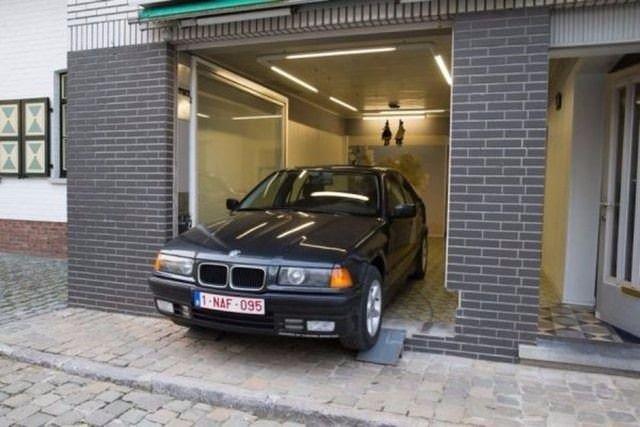 Garajı için öyle bir kapı yaptı ki...