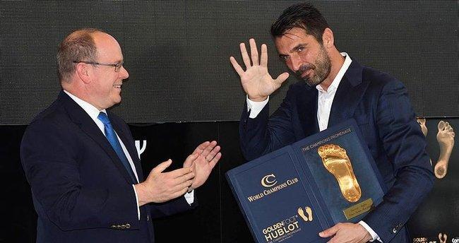 Buffon'a Altın Ayak ödülü