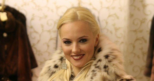 Şebnem Schaefer eski aşkının filminin galasına katıldı