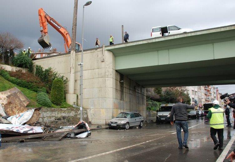 Kadıköy'de köprü korkulukları uçtu