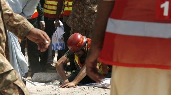 Pakistan'da düzenlenen intihar saldırısında İçişleri Bakanı öldü
