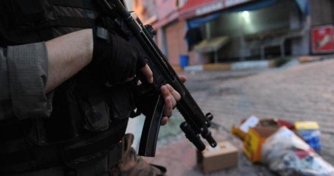 Teröristler nefes kesen operasyonla yakalandı